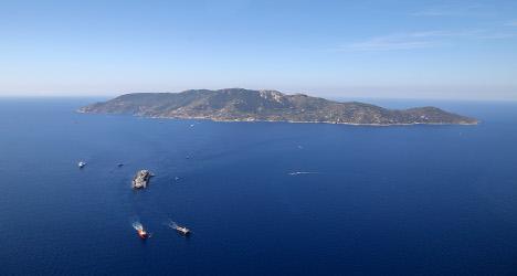 Italians reclaim Giglio after Concordia departs