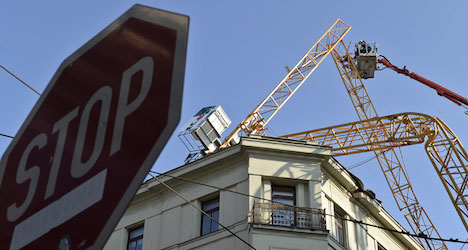 Construction crane topples in Vienna