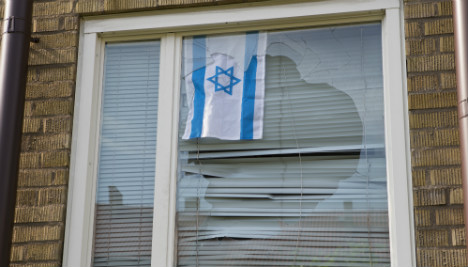 Man beaten with iron pipe for flying Israeli flag
