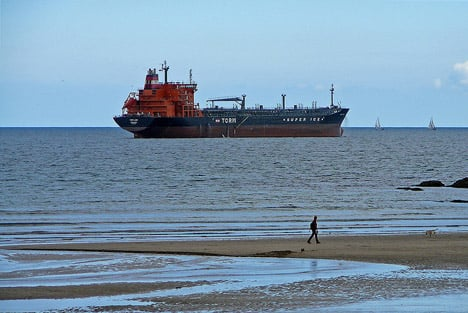 Danish ship rescues refugees in Mediterranean