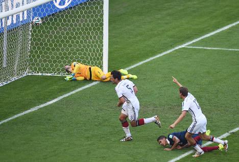 Hummels heads Germany into semi-final