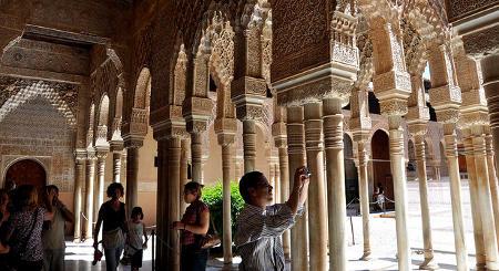 Brits help Spain set new tourism record