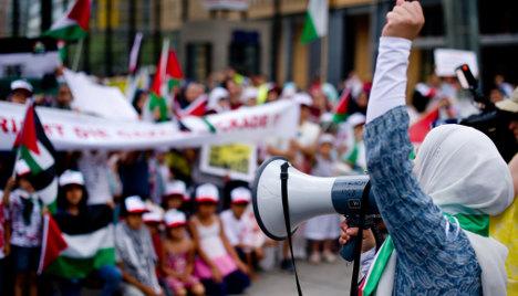 Pressure on police over anti-Semitic protests