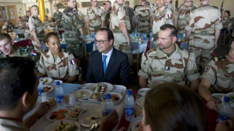 Hollande wraps up west Africa tour