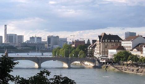 Swiss swimmer attempts river Rhine record