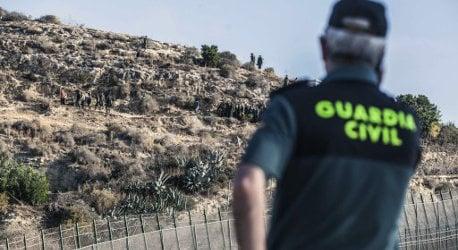 20 injured as migrants fight near Spain border
