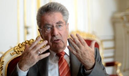 Fischer urges coalition to end 'bickering'