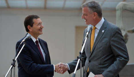 New York mayor woos Italy with cash promise