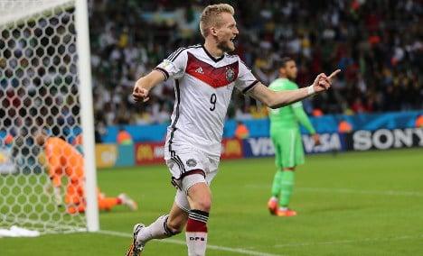 Germany beat Algeria to reach quarter-finals