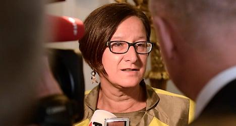 Minister rebukes states over asylum housing