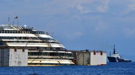 'Risky' Costa Concordia refloat gets underway