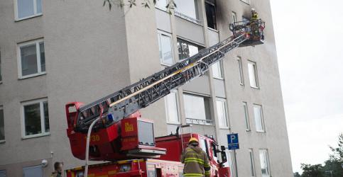 Swede sets apartment block alight