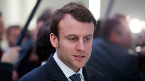 Hollande puts economy in hands of ex-banker, 36