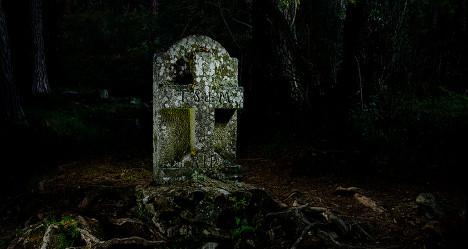 Dead man mocks tax minister on gravestone