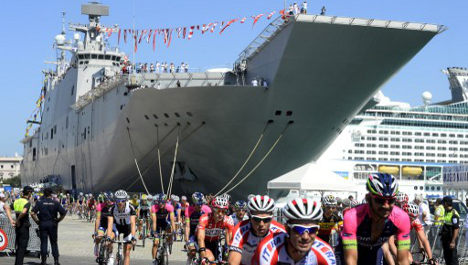 Vuelta cyclists 'set sail' from aircraft carrier