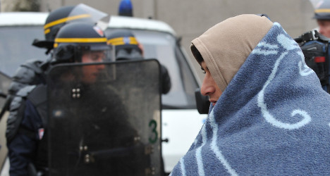 France to demand UK help ease Calais crisis