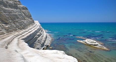 €500 fine for tourists who steal Sicily rock