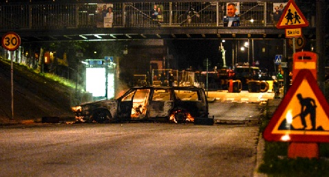 Stone-throwing youths attack Stockholm cops