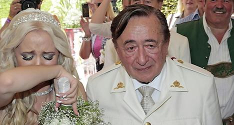 Billionaire's wedding cake bitten by man