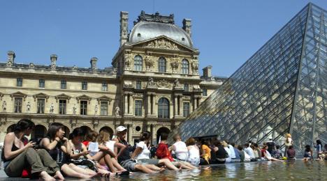 France keeps crown as top tourist destination