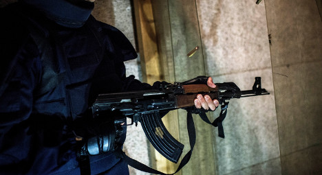 Paris: Armed gang attack 'Saudi prince's' convoy