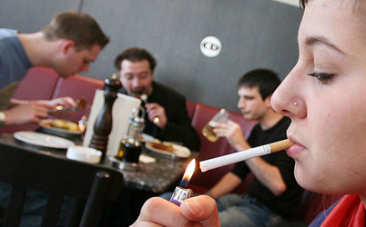 Call to ban smoking in restaurants and bars