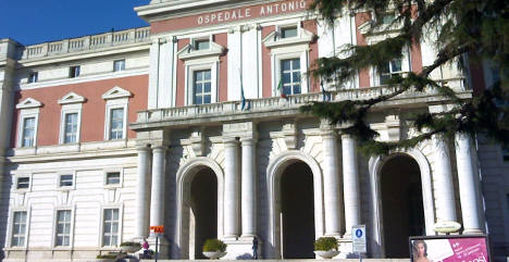 Mob storms hospital in Naples: nabs mafia body
