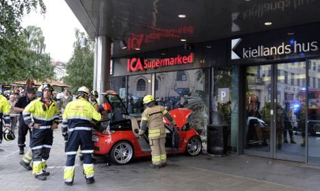 Car crashes into Oslo shopping mall
