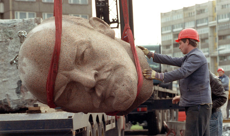 Missing 3.5-tonne Lenin head thwarts expo