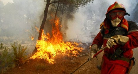 1,400 evacuated as forest fires rage in Alicante