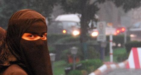 Spain opens door to ban on burqas