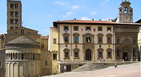 Man sets partner alight in Tuscan city centre