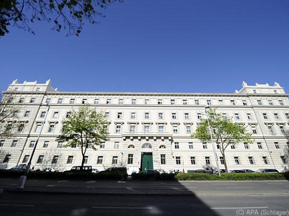Vienna court employed convicted thief
