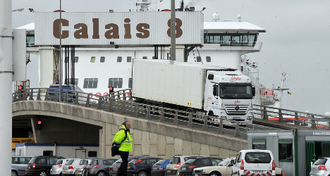 Calais mayor threatens to block Channel port
