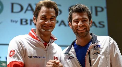 Federer opens fire for Swiss against Italy