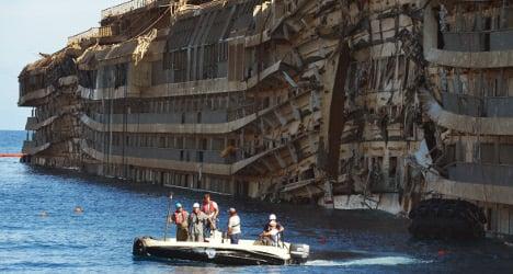 €10 for boat tour of Costa Concordia wreck