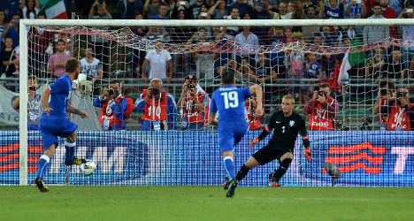 Conte's new-look Italy see off ten-man Dutch