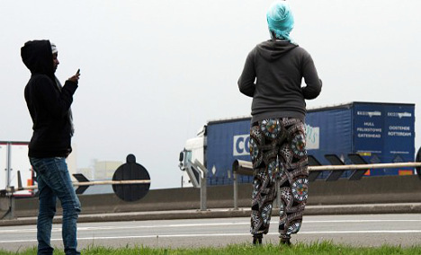 UK: Take our Nato fences to block Calais migrants