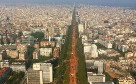 Catalans form giant 'V for vote' on independence