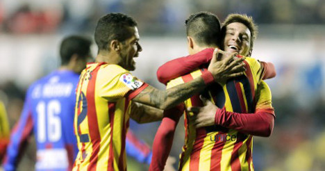Barça defy nationalists with Catalan kit