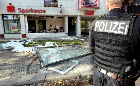 Criminals blow Berlin Sparkasse wide open