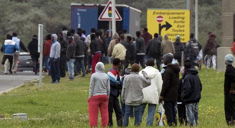 Calais police fire tear gas as migrants storm trucks
