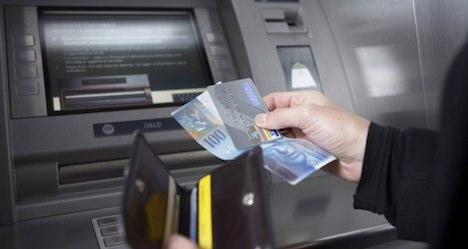 Average Swiss household income rises