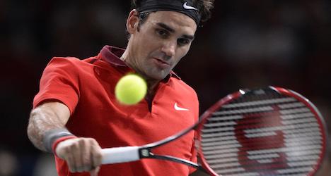 Federer advances as Wawrinka falls in Paris