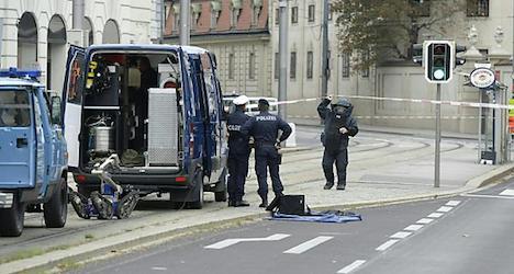 Bomb alert closed Schwarzenbergplatz