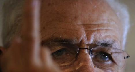 Guggenheim guru gives critics finger in Spain