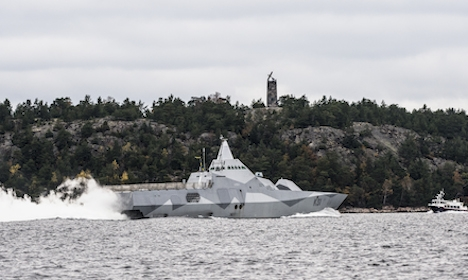 Military heads into 'new phase' in sub search