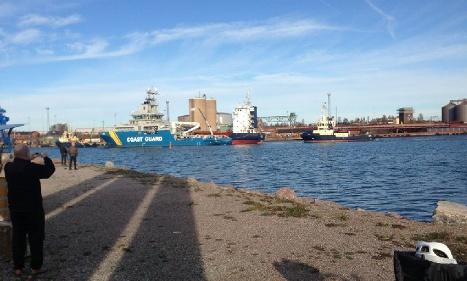 Stockholm 'sinking' oil spill ship safe