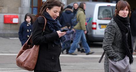 Swiss politicians against pedestrians on phone
