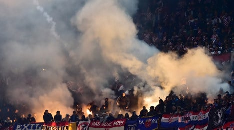 Flare-throwing disrupts Italy-Croatia match